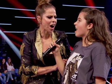 Pastora Soler canta junto a Victoria Herraiz su canción 'La Tormenta' en las Batallas de 'La Voz Kids'