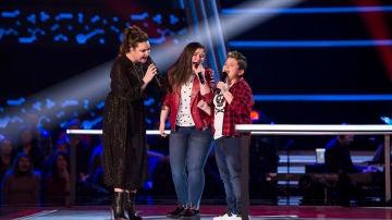 Juan Manuel Segovia y María Calero cantan con Niña Pastori 'La Habitación' en las Batallas de 'La Voz Kids'