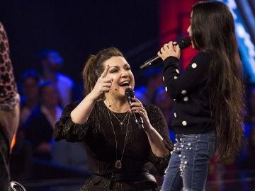 Manuela Gómez cumple su sueño y canta junto a Niña Pastori 'Una moneda tiré yo al agua' en las Batallas de 'La Voz Kids'