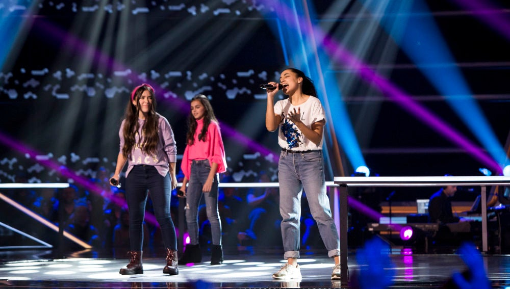 Aysha Bengoetxea, Evelyn Condrow y Laura Muñoz cantan 'When we were young' en las Batallas de 'La Voz Kids'