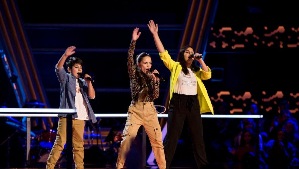 Sara Gálvez, Enshar Ghateh y Pablo Monge cantan 'Looking for paradise' en las Batallas de 'La Voz Kids'