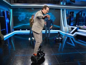 Ernesto Sevilla se divierte en 'El Hormiguero 3.0' con un robot que interactúa con los humanos