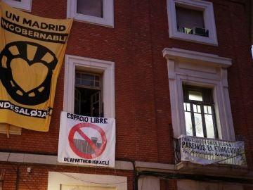 Fachada del centro social 'La Ingobernable', en Madrid