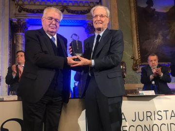 Garrigues Walker recibe el Premio Pelayo