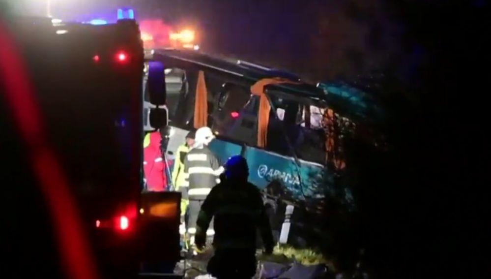 Mueren 13 personas en un accidente en Eslovaquia