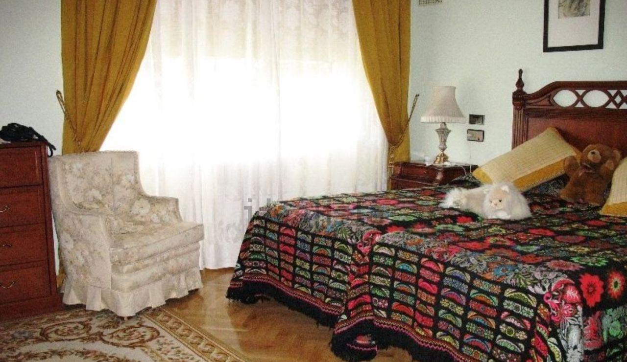 Una de las habitaciones de la vivienda