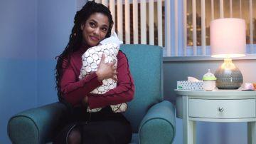Helen Sharpe se plantea adoptar un bebé abandonado en el New Amsterdam