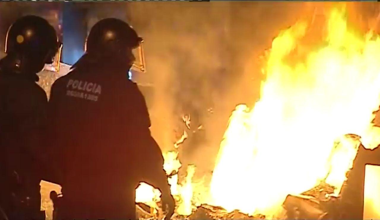 """Un mes de disturbios en Barcelona: """"Estamos secuestrados en nuestra ciudad"""""""