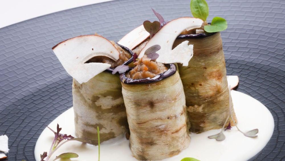 La receta de Martín Berasategui de caviar de berenjena con carpaccio de hongo y salsa de queso de cabra