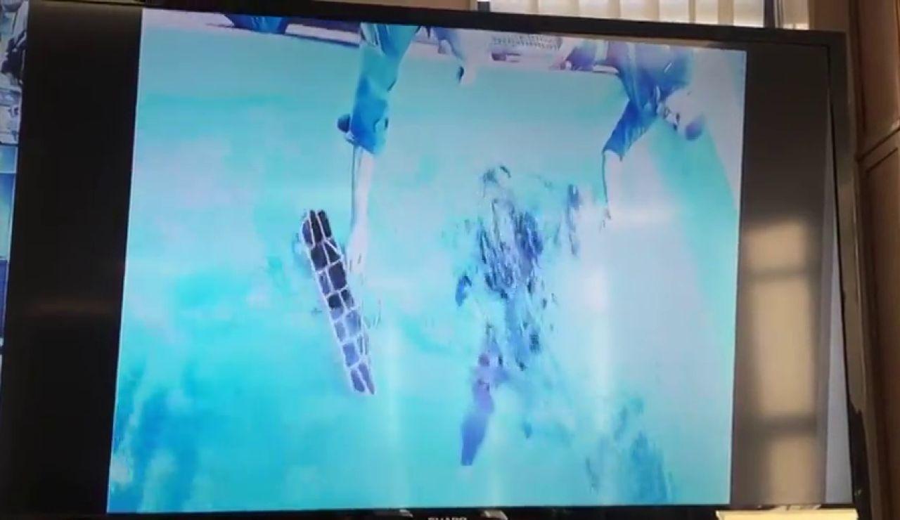 El simulacro en el que se lastró a una buceadora para ejemplificar cómo hizo 'El Chicle' con el cuerpo de Diana Quer