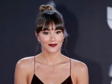 Aitana en la alfombra roja de los Grammy Latinos 2019