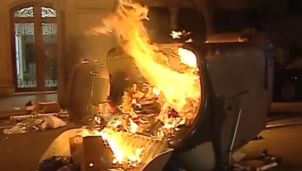 Continúan quemando contenedores en Barcelona