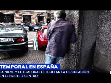 Imposible caminar en A Coruña por el fuerte temporal