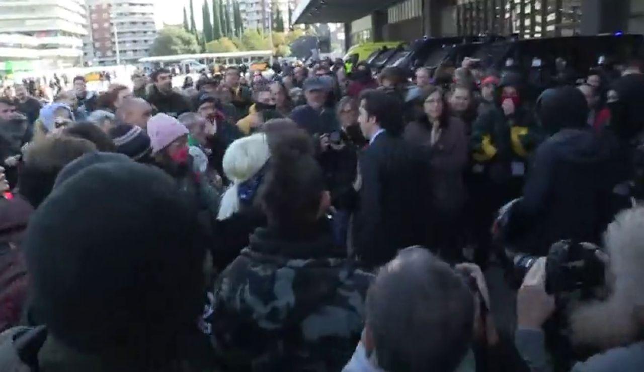 El 'pequeño Nicolás' se enfrenta a los CDR en la estación de Sans de Barcelona
