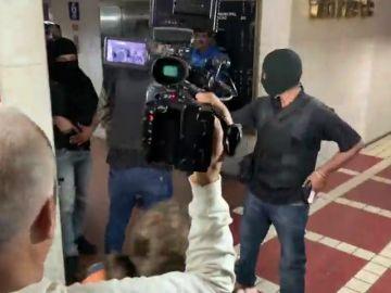 Un grupo de encapuchados asaltan la sede del partido de Guaidó en Caracas