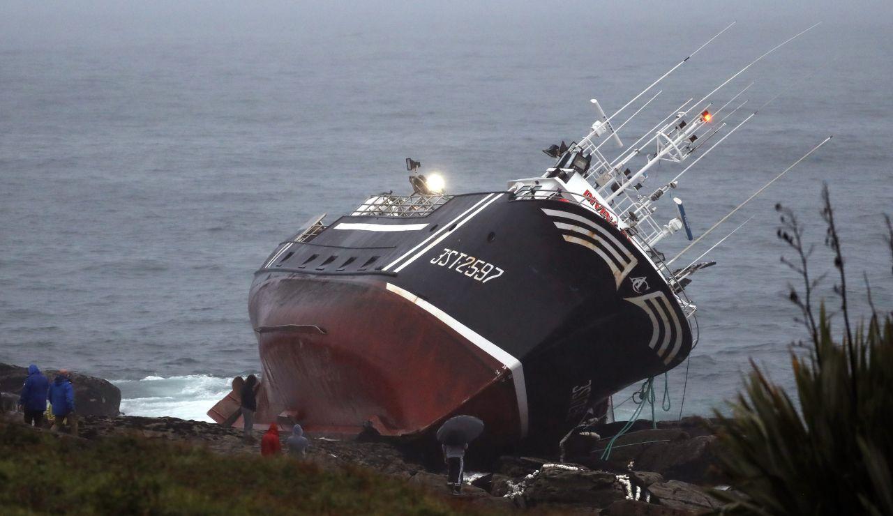 """Salvamento Marítimo destaca la labor de Juan Perol, el """"héroe"""" de 18 años que rescató a 5 marineros en Porto do Son"""