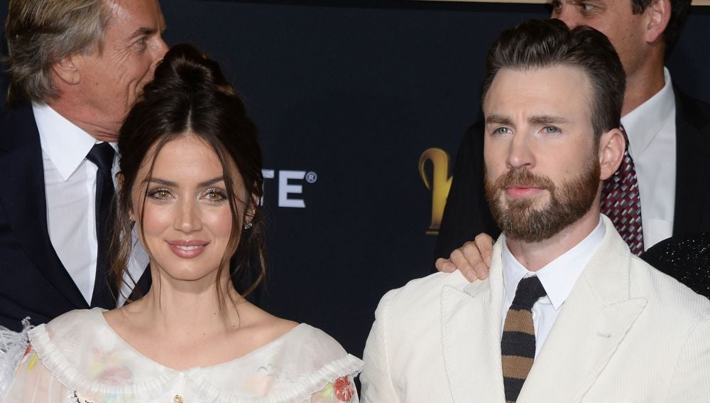 Ana de Armas y Chris Evans en 'Knives Out'