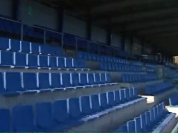 Gradas vacias en los estadios del fútbol femenino