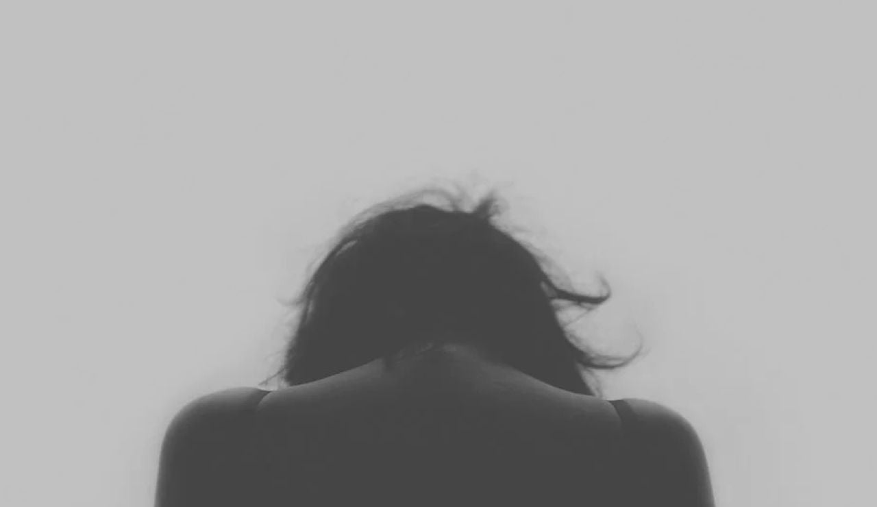 Imagen de archivo de una mujer de espaldas