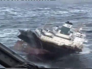 Los empresa holandesa que reflotará el barco encallado en A Coruña ya participó en los rescates del 'Prestige' y  del 'Costa Concordia'