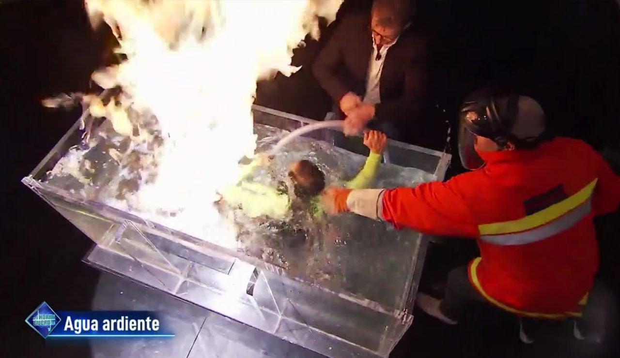 El enorme susto en directo en 'El Hormiguero 3.0' durante el experimento de 'agua ardiente' con Marron