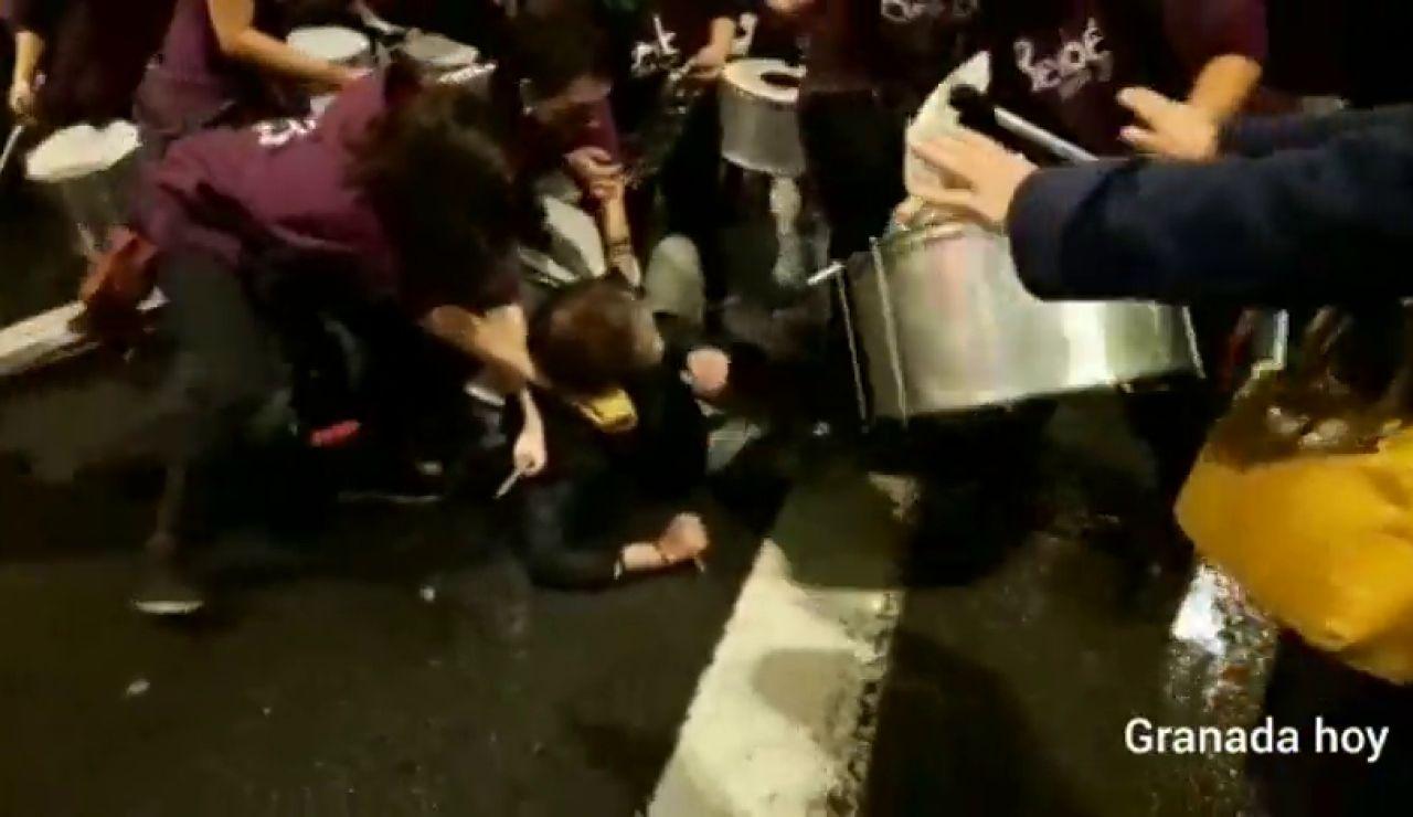 Un hombre irrumpe con una navaja en la manifestación contra la violencia de género de Granada
