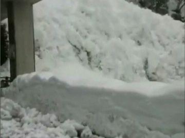Una avalancha sorprende a un grupo de conductores en Suiza