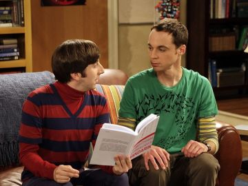Jim Parsons y Simon Helberg en 'The Big Bang Theory' como Sheldon Cooper y Howard Wolowitz