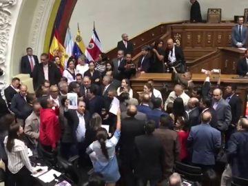 Bronca chavista en la Asamblea de Venezuela cuando intervenían parlamentarios del PP