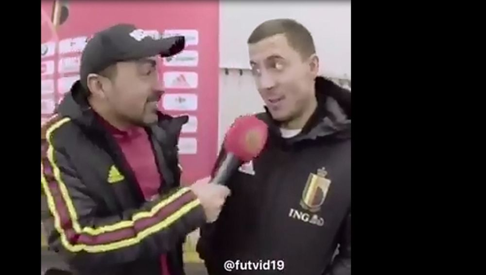 Hazard en una entrevista hablando español