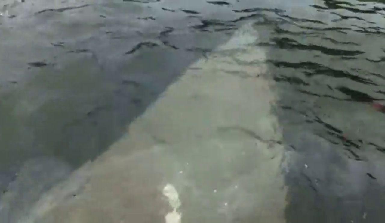 Comienza a hundirse el narcosubmarino cargado con tres toneladas de cocaína