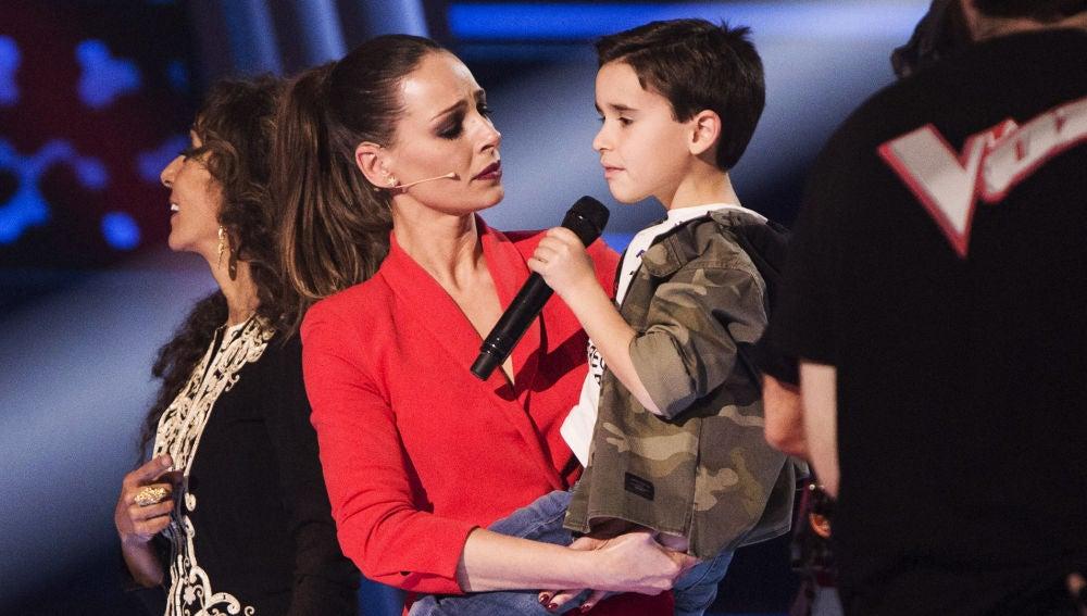 Daniel García enamora a Eva González tras cantar 'El patio' en italiano en 'La Voz Kids'