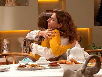 Julia y Lourdes hacen las paces