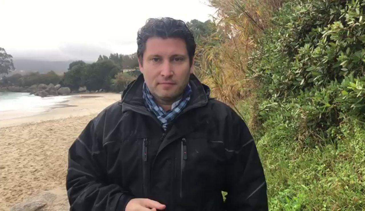 Tres barcos pesqueros tratan de remolcar al narcosubmarino hundido en Galicia