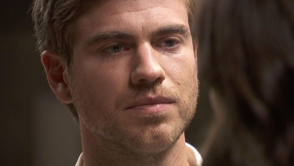 """""""Pronto casaré con Rosa pero te amo a ti"""", la confesión de Adolfo"""