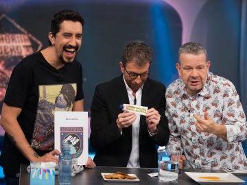 Alberto Chicote y Pablo Motos prueban auténtica comida de astronautas en 'El Hormiguero 3.0'