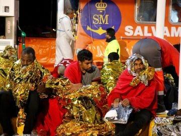 Inmigrantes rescatados de una patera cerca de Melilla