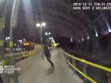 Sale a la luz las imágenes de como se enfrenta la Policía al terrorista de Manchester
