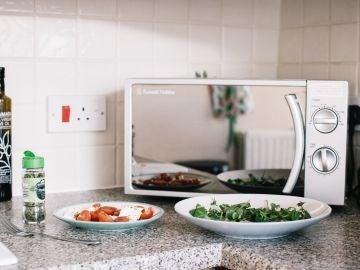 Alimentos que no deberías introducir en el microondas