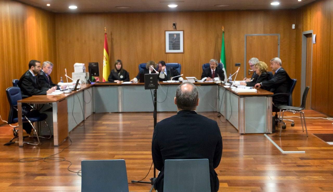 El entrenador de fútbol base en el inicio del juicio en la Audiencia Provincial de Málaga