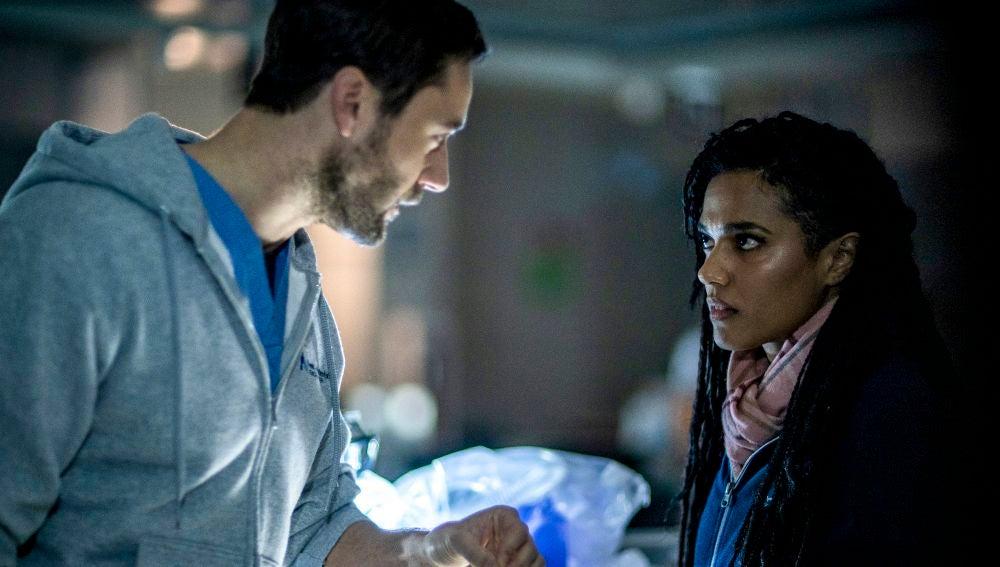Max y la doctora Sharpe viven su momento más tenso durante un apagón en el New Amsterdam