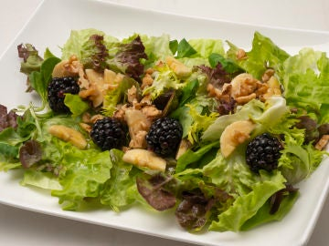 Descubre los beneficios de la ensalada de escarola, plátano y nueces