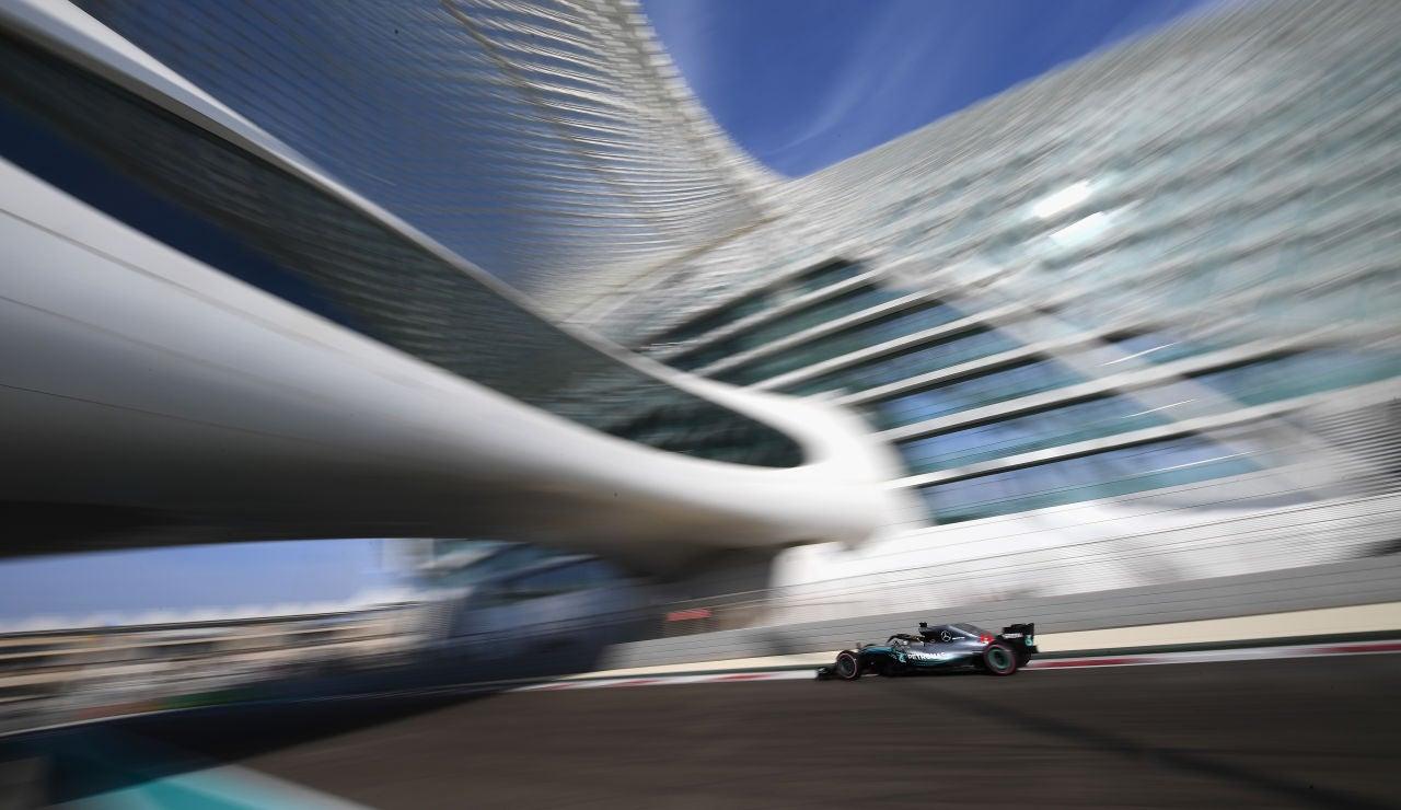 Lewis Hamilton, en el trazado de Yas Marina