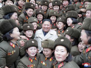 Foto de Kim Jong Un lanzada por la agencia KCNA