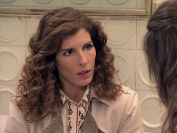 Julia nunca imaginaría que Armando está tras la pista más importante del caso de Adela