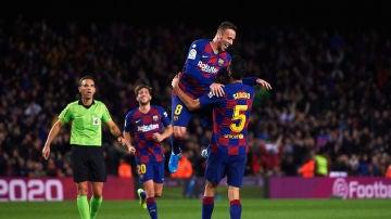 Varios jugadores del FC Barcelona celebrando un gol en LaLiga
