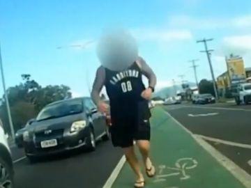 Salvaje agresión a un ciclista en Australia