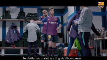 Sergi Roberto protestando por la forma de jugar de Sergio Ramos