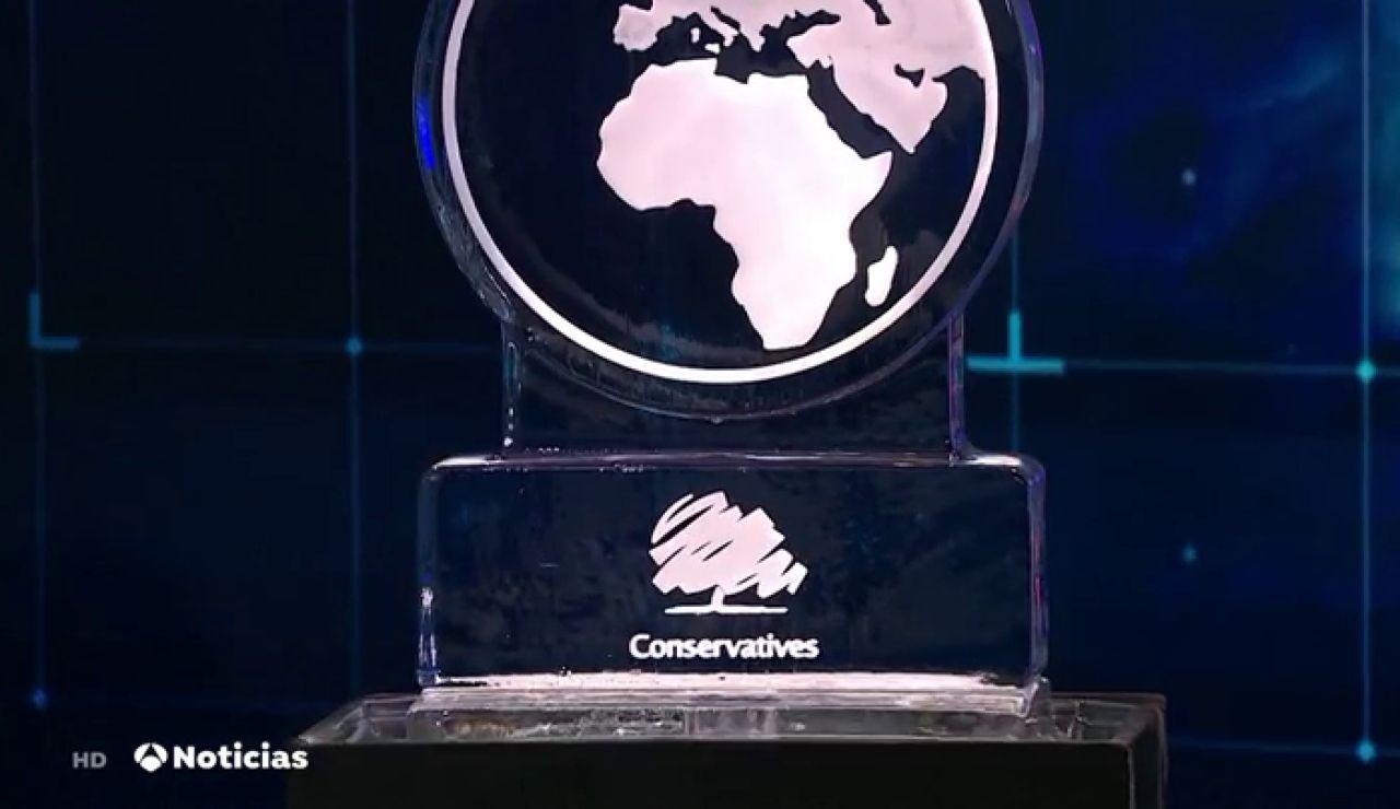 Johnson y Farage, sustituidos por dos esculturas de hielo en un debate contra el cambio climático en Londres
