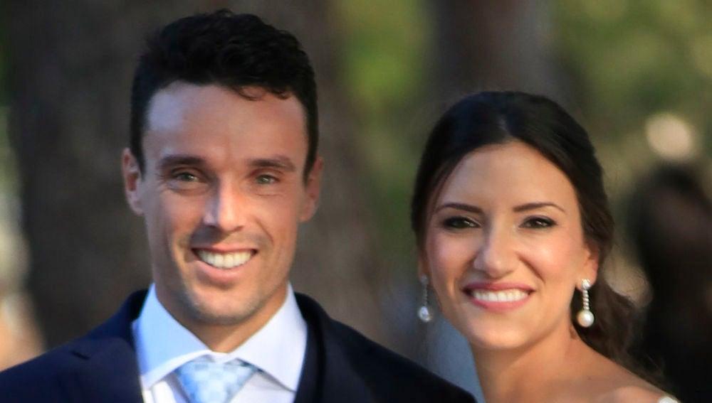 Roberto Bautista y Ana Badí en su boda